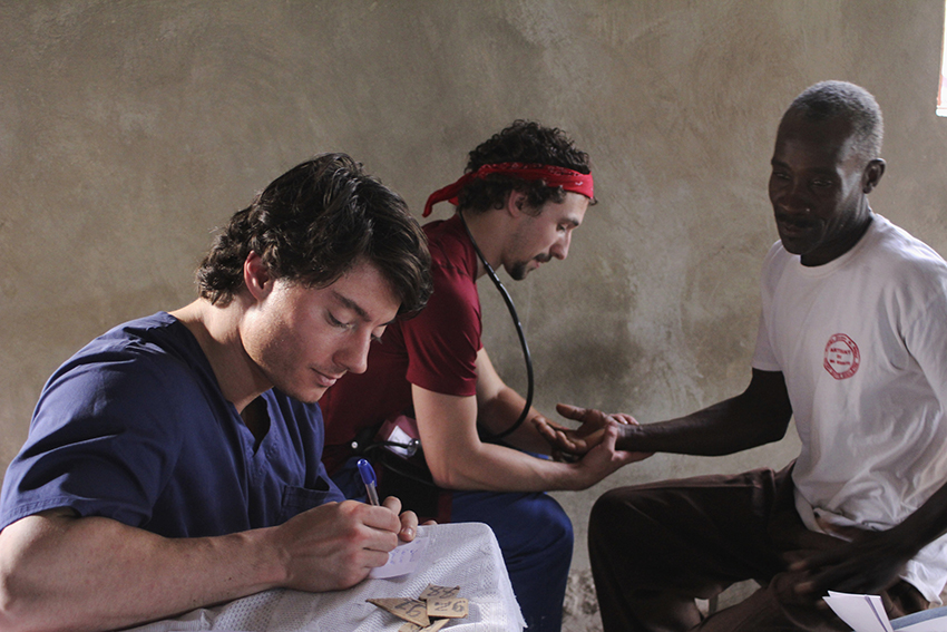 Mobile-Clinic-with-Med-students